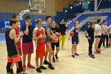 Звезды ЦСКА провели мастер-класс для юных баскетболистов Норильска