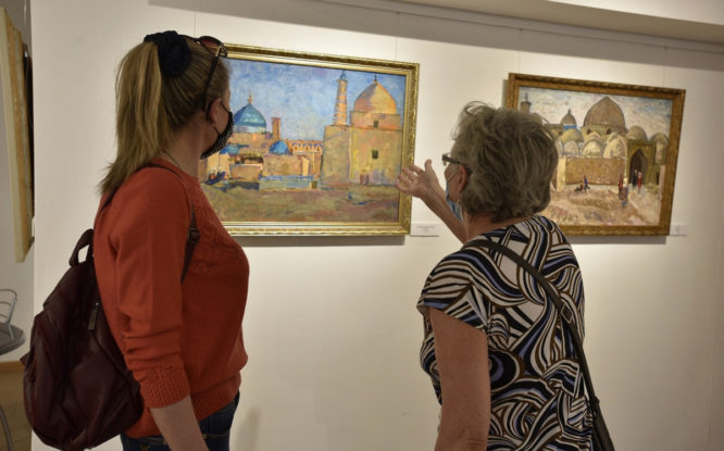В  художественной галерее Норильска продолжается живописное лето