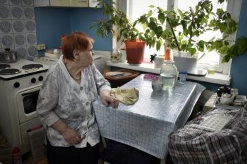 Пенсионерка осталась одна в аварийной пятиэтажке в Кайеркане