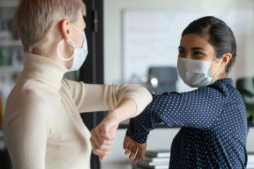 Ковид изменил привычки: многие жители края перестали пожимать руки