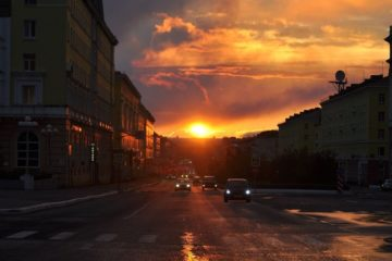 Жители Норильска делятся фотографиями эффектных закатов в соцсетях