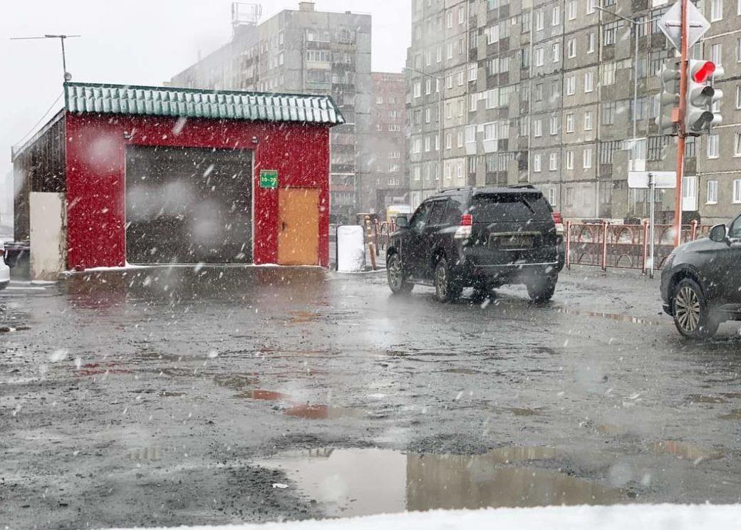 Новая неделя в Норильске началась с ветра и снега