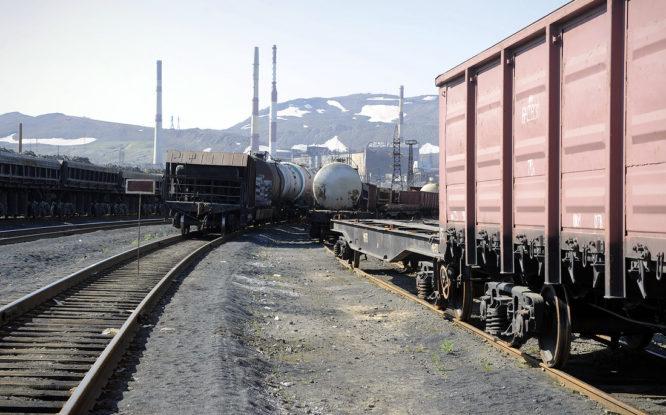 В Норильске грузовой поезд насмерть сбил 30-летнюю женщину