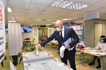 Николай Уткин проголосовал на своем избирательном участке