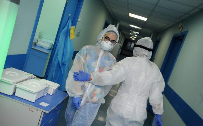 Медработникам, заразившимся ковидом, перечислят еще 3 миллиарда