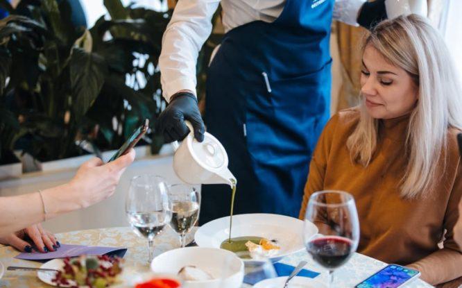 Россияне стали больше тратить в кафе и ресторанах