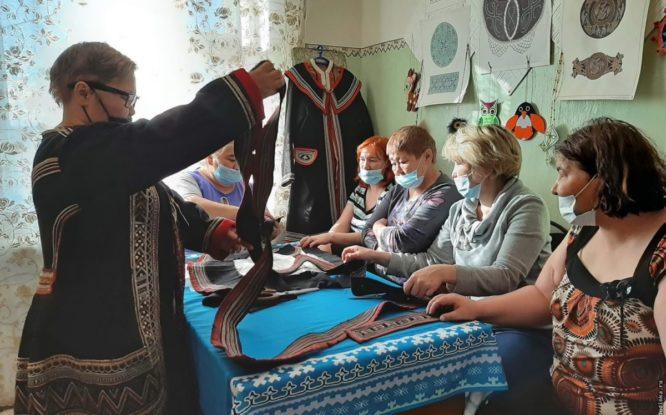 Выставку старинных долганских парок представили в Левинских Песках
