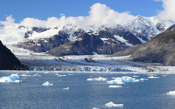 Для контроля за льдами Арктики запустят три спутника