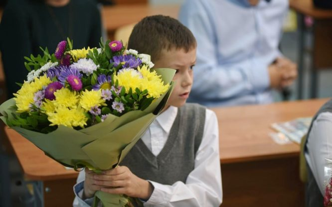 На подарки ко Дню учителя в этом году родители потратят больше